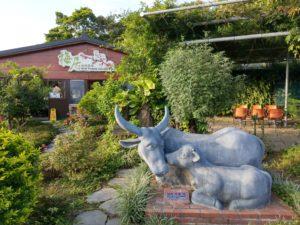 梅居休閒農場親子牛塑像